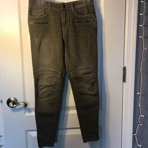 A pair of nice army colored pants